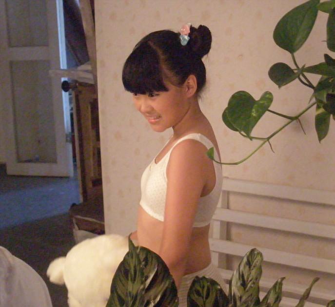 儿童模特网成功推荐梁紫媛拍摄儿童内衣平面广告
