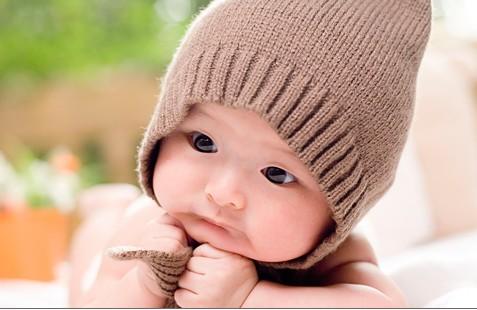 大眼睛男宝宝